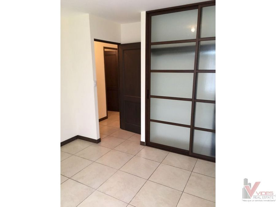 renta apartamento en 10 avenida zona 11