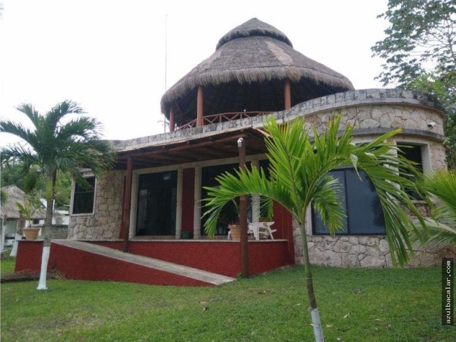 casa frente a la laguna de bacalar