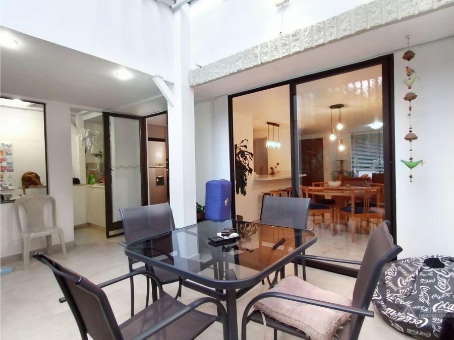 venta casa de 2 niveles 115 mt2 90 mt patio loma de los bernal