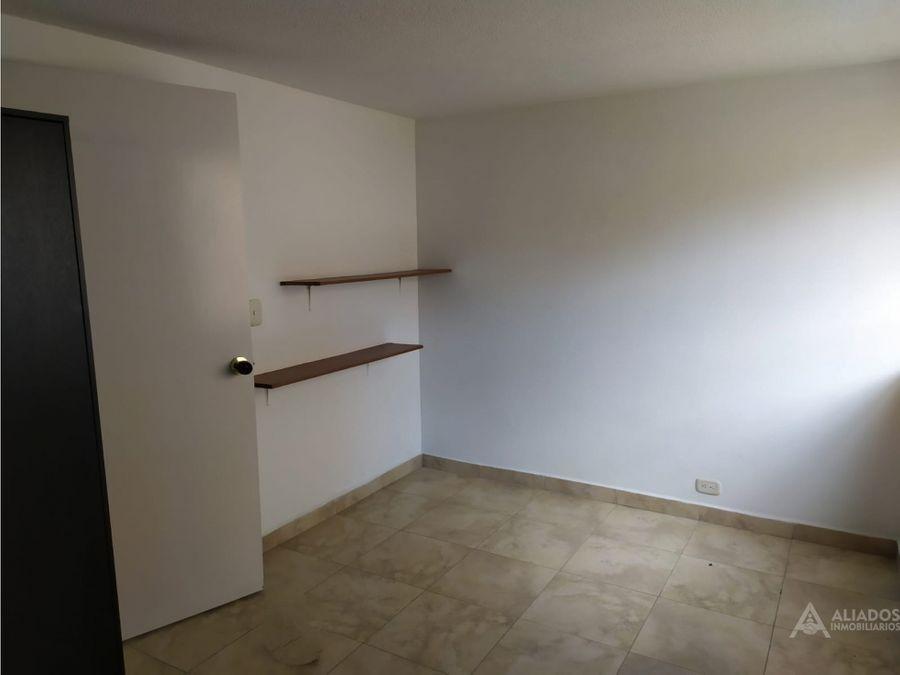 vendo casa de 3 niveles en la mota medellin