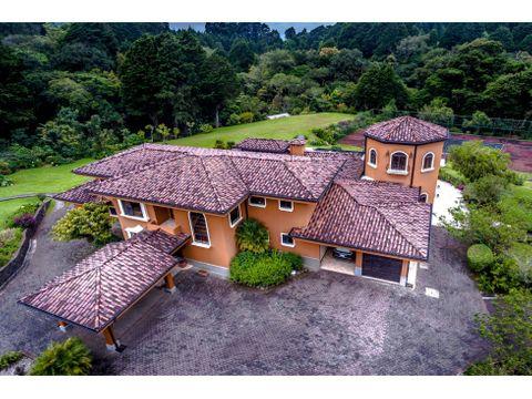 se vende propiedad multifamiliar en residencial el castillo