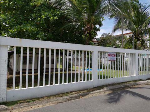 terreno frente al mar con 3 casas jaco garabito puntarenas