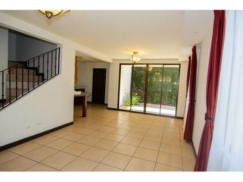 linda casa independiente en residencial seguro tres rios maryann