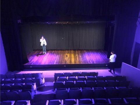 alquilo local teatro
