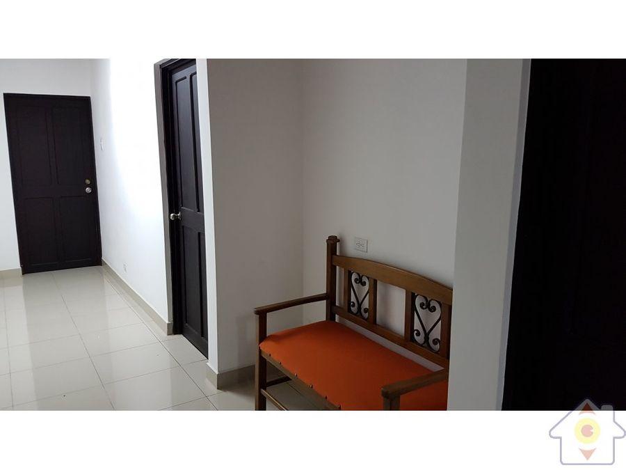centro de oficinas con recepcion y servicios