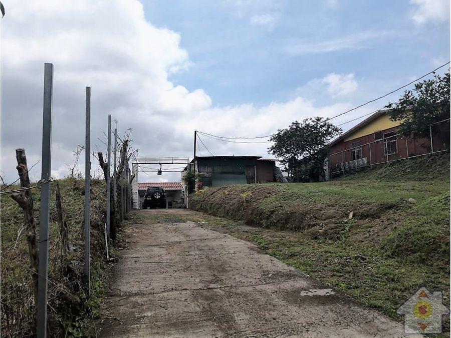 terreno de 1400m2 con amplia casa en puriscal