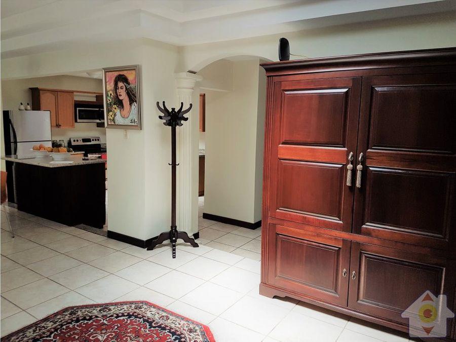 lujosa casa de 4 habitaciones cuarto servicio