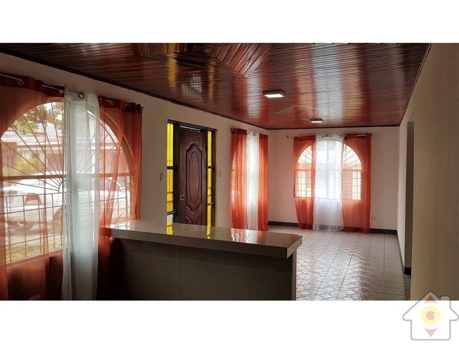 casa esquinera en san juan de dios desamparados