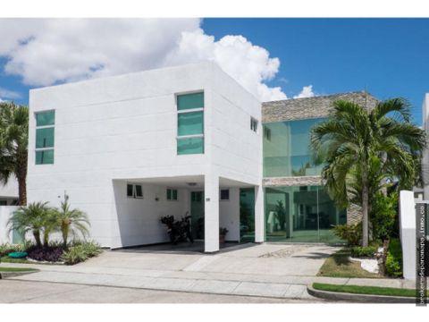 hermosa casa en venta en costa sur rqm 20 7900