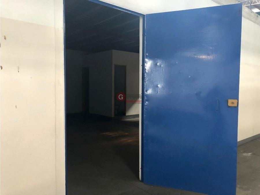 galera en calle 1v parque lefevre 755m2