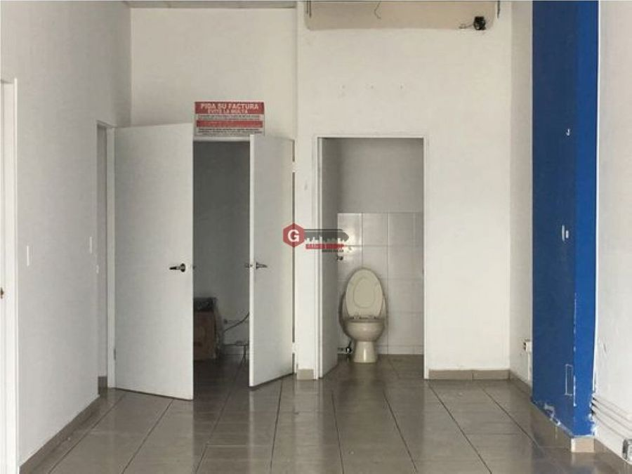 local centennial plaza planta baja negociable 77 m2