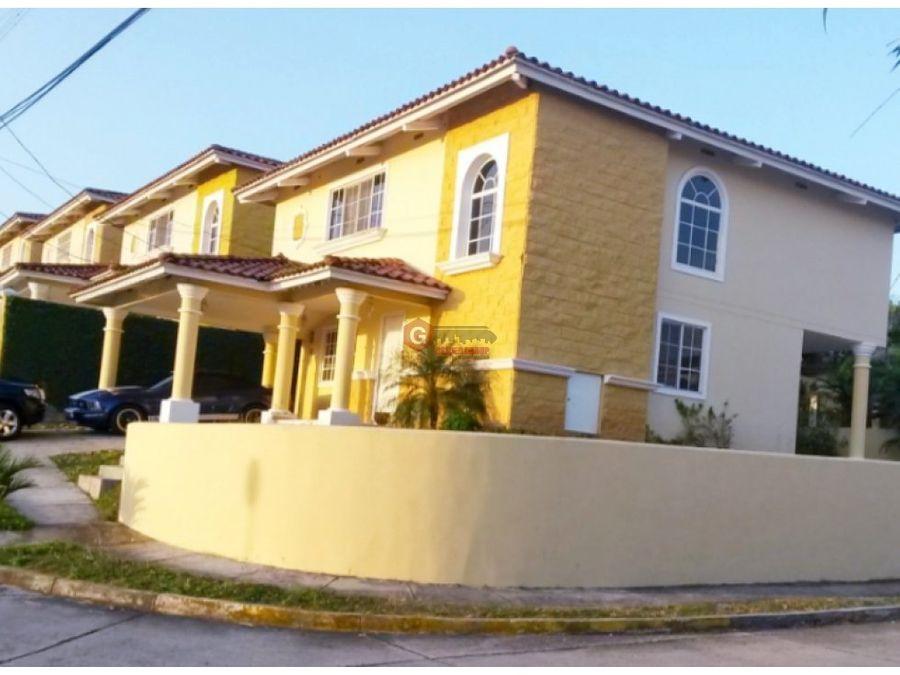 casa de esquina en venta villa lucre 4 habitaciones 275 m2