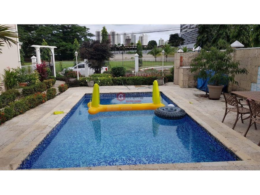 exclusiva casa con piscina en altos de panama