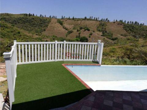 casa en el valle de anton 2000m2 de lote 3 hab 25 bans piscina