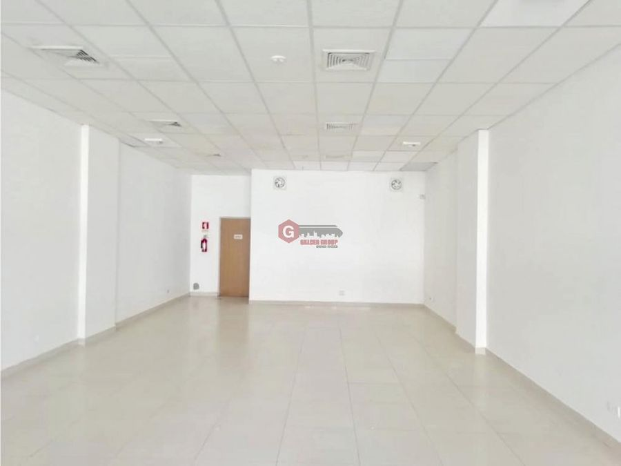 local centennial plaza planta baja negociable 80 m2