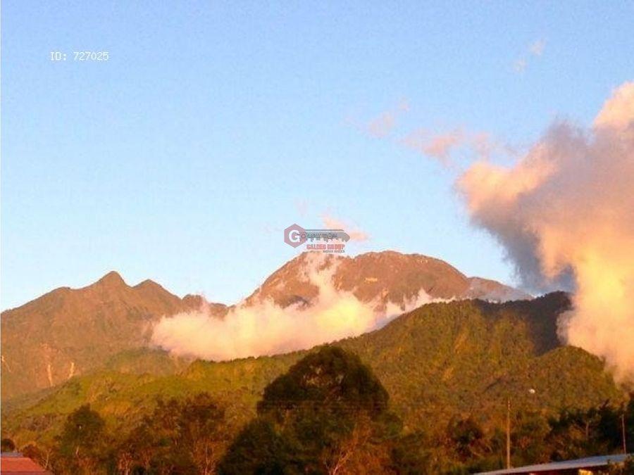 casa en volcan chiriqui 3 hab 2 bans 3 est 600m2