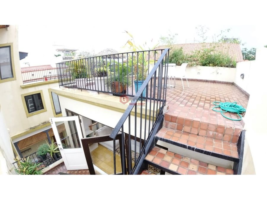 apartamento con rooftop en casco viejo 2 hab 25 bans 187m2