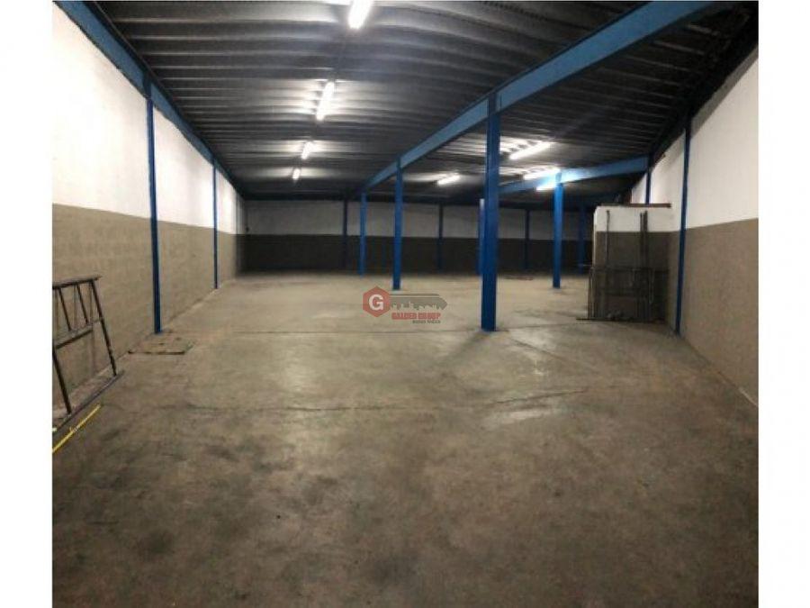 alquilo galera en via espana 500 m2 negociable