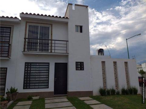 casa en venta en paseo de los naranjos terreno excedente