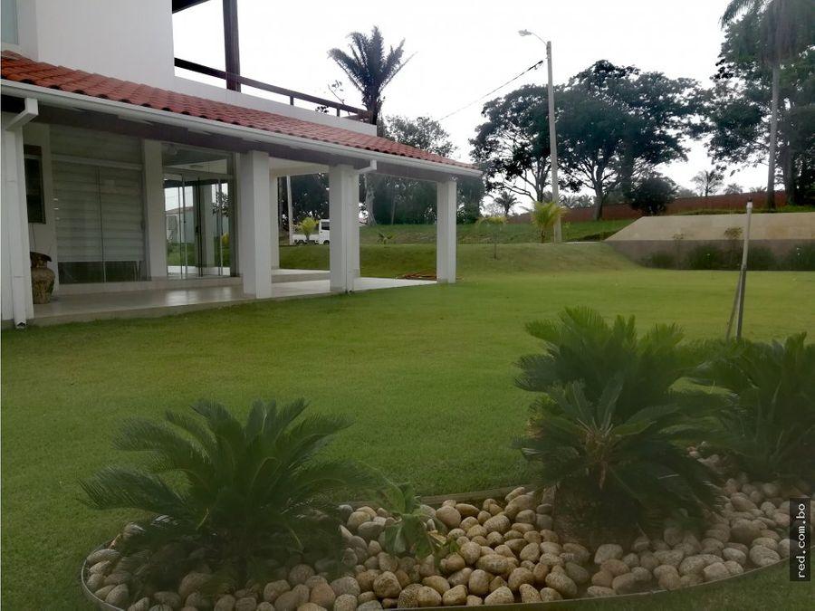 hermosa casa en venta con amplio jardin y galerias