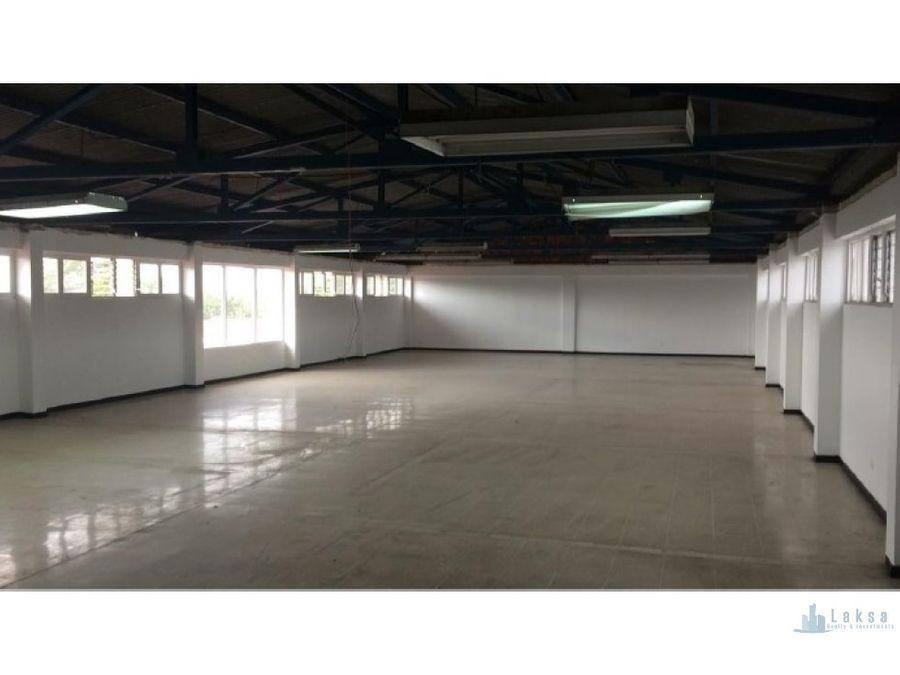 primer piso comercial de edificio en moravia
