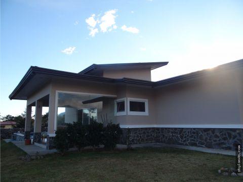 casa en boquete con vista a las montanas en venta