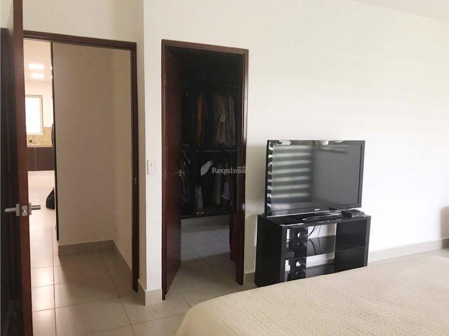 apartamento semi amoblado embassy club