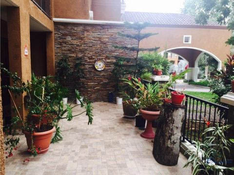 embassy club courtyard planta baja