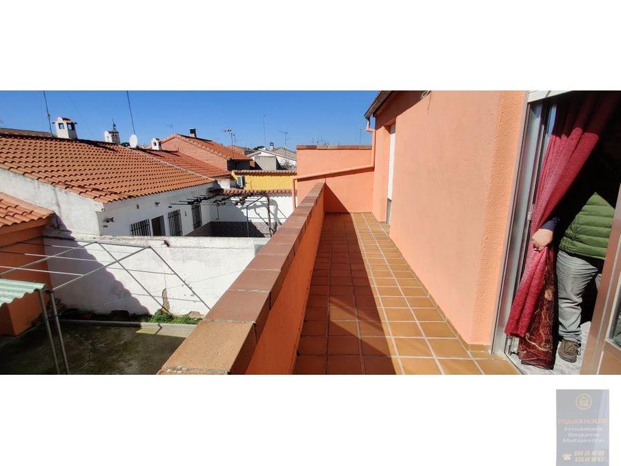 dos viviendas en el centro de chozas de canales