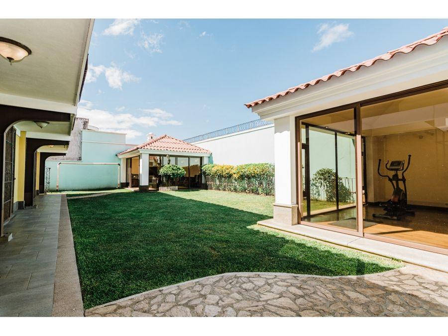 casa amplia con jardin en alquiler o venta villasol zona 12