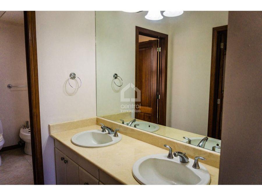 apartamento con 2 habitaciones en renta zona 10