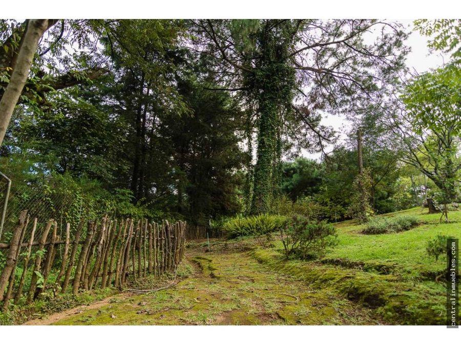 casa y granja terreno grande con 3 habitaciones a 15 min de antigua