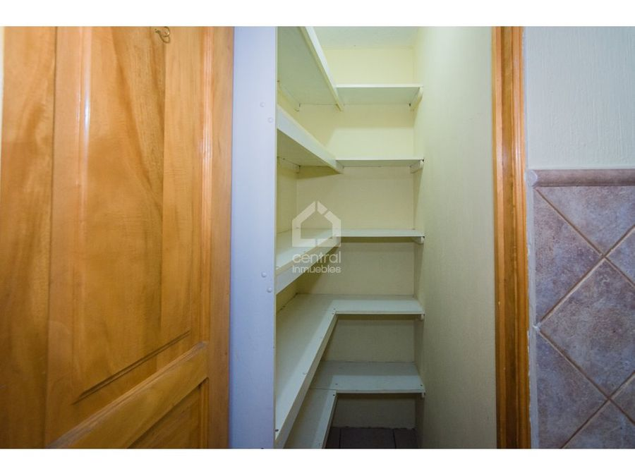 amplia casa centrica en condominio zona 10