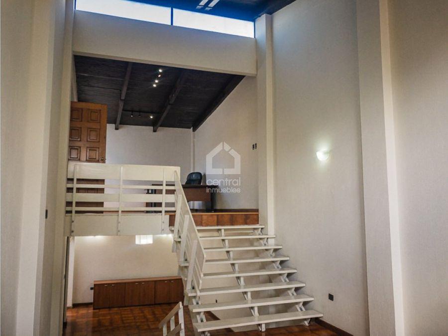 casa de 2 habitaciones con jardin en renta zona 15