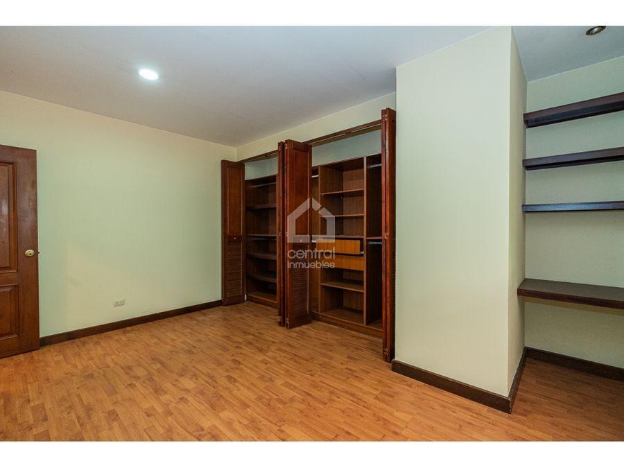 apartamento con 3 habitaciones y terraza con jardin en zona 10