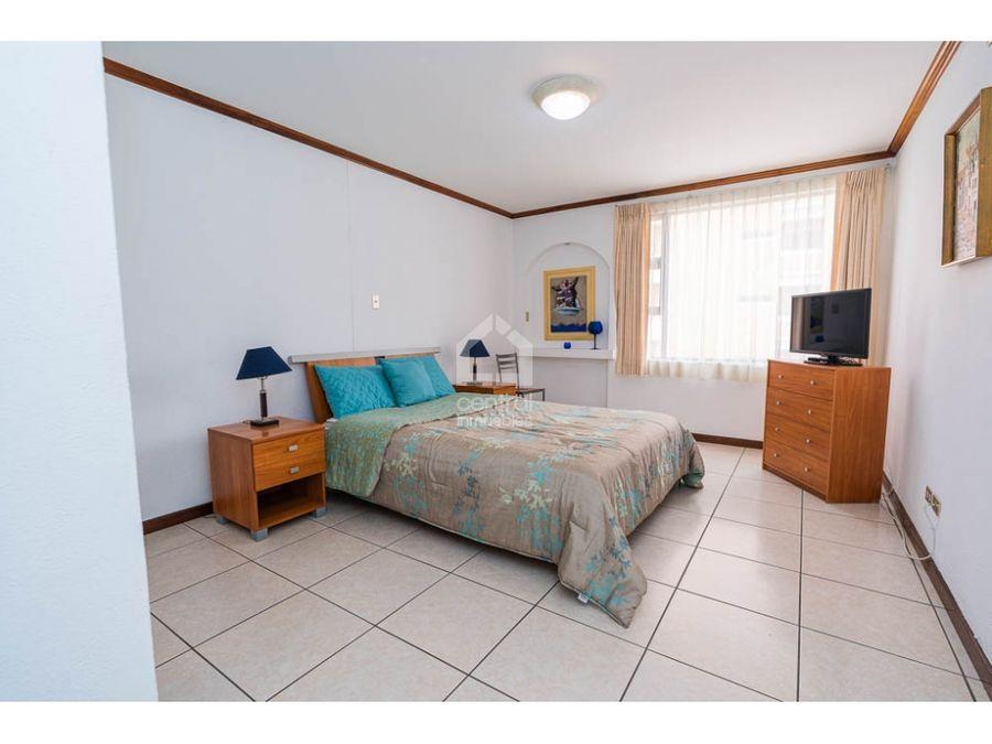 apartamento amueblado con 2 habitaciones en zona 10 en alquiler
