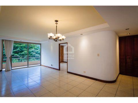 apartamento con 3 habitaciones y cuarto de servicio en renta z 10