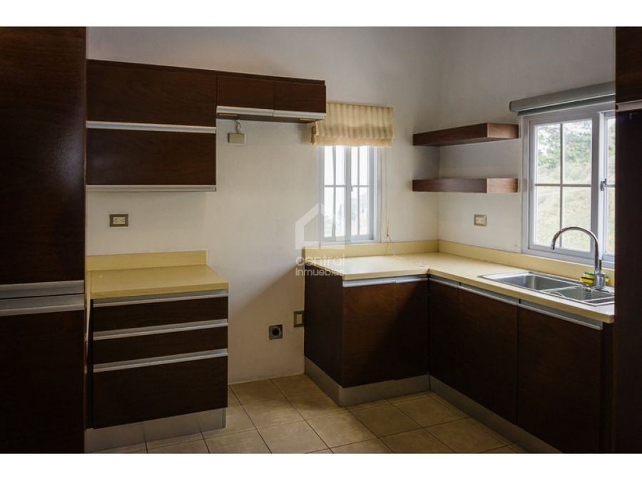 apartamento amplio en condominio la vista zona 16