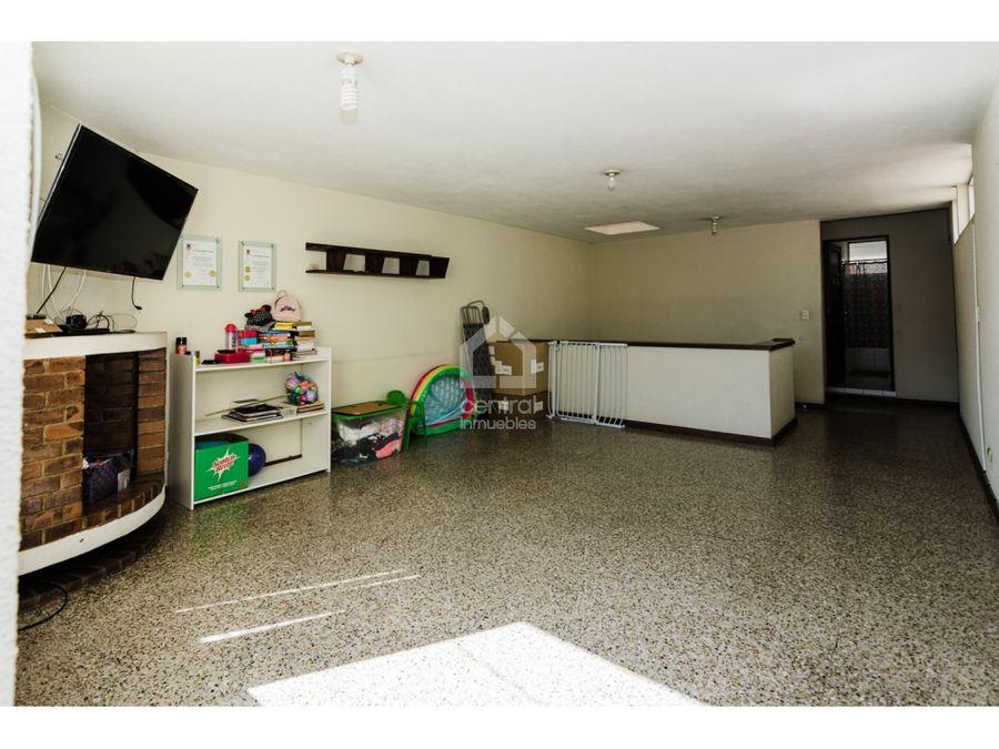casa en venta en condominio sobre calzada mateo flores zona 7