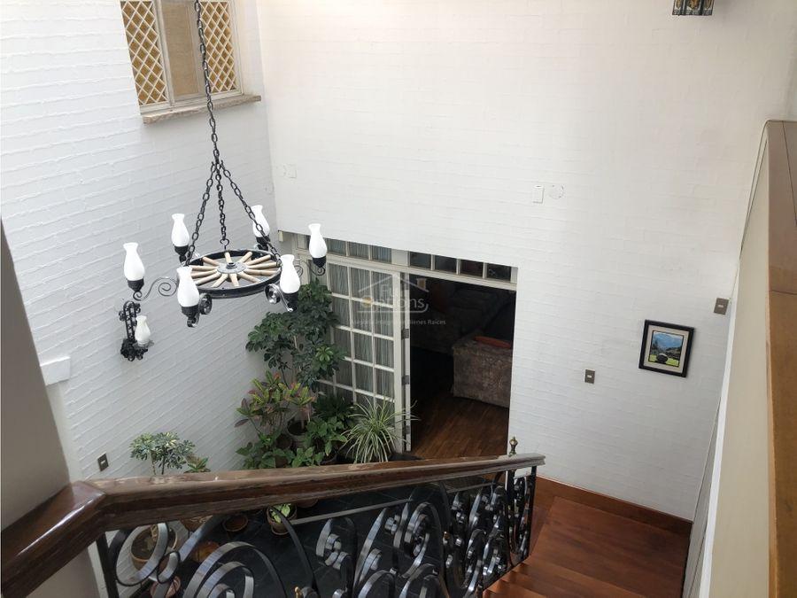 vendo hermosa casa en urb cerrada x club internacional arequipa