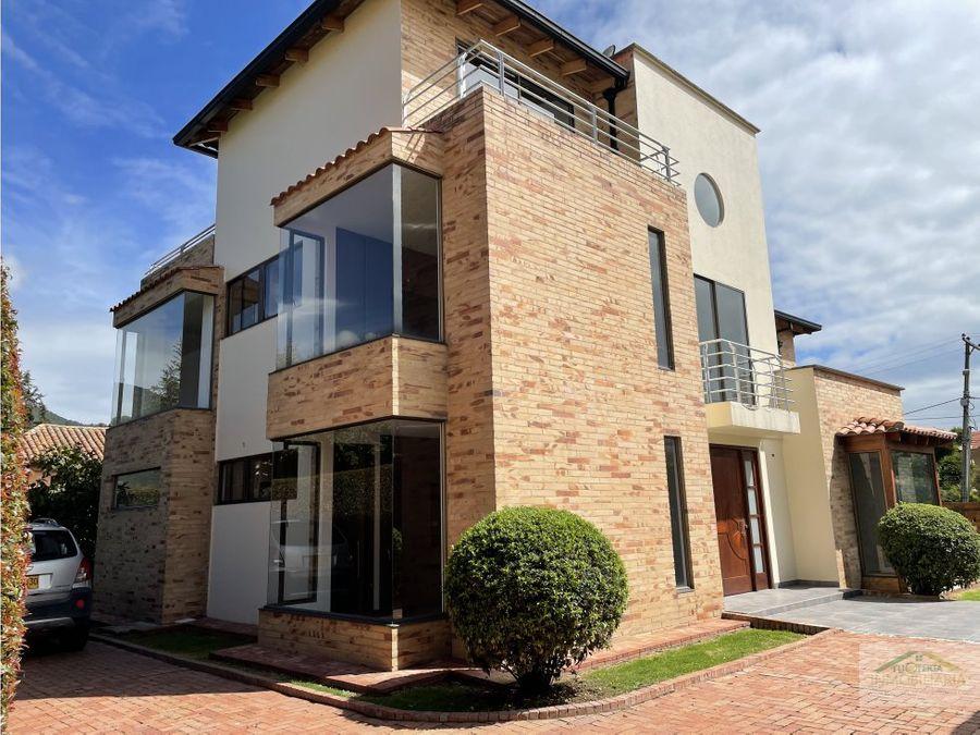 linda casa en chia con 5 habitaciones