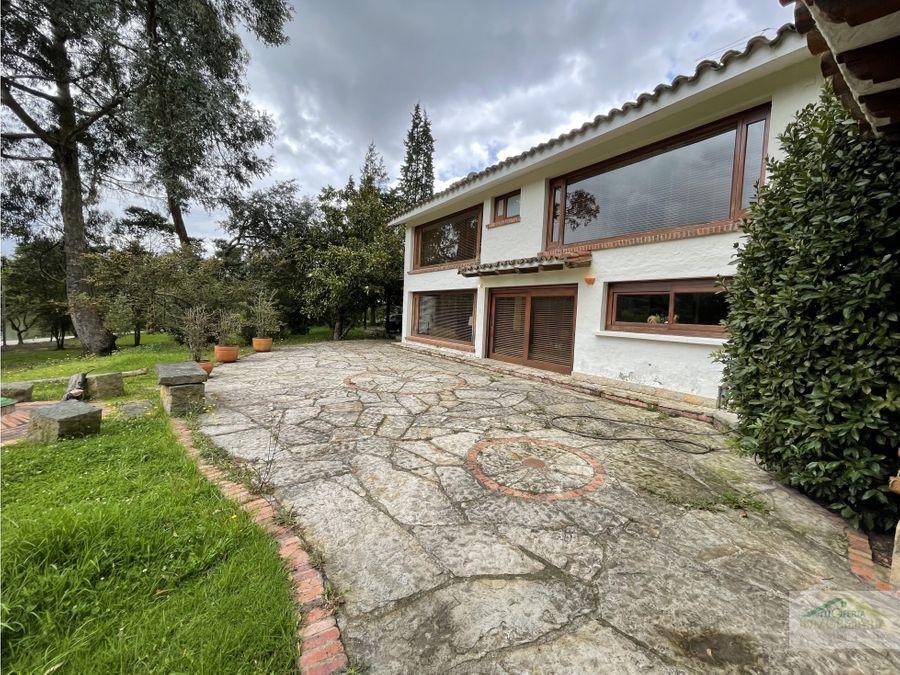 se vende hermosa casa en yerbabuena baja chia