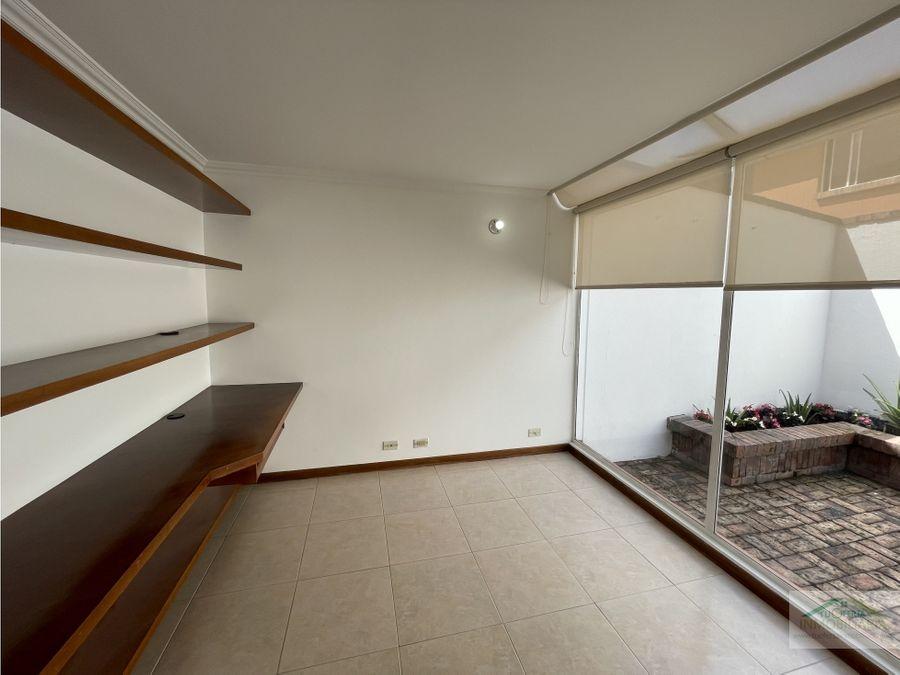 se arrienda acogedora casa de dos pisos en chia