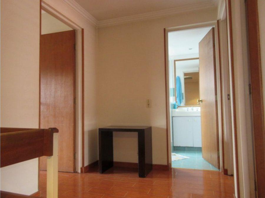 se vende casa de dos pisos en portobelo chia