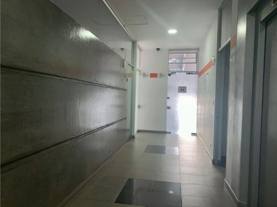 ct oficina amplia e iluminada