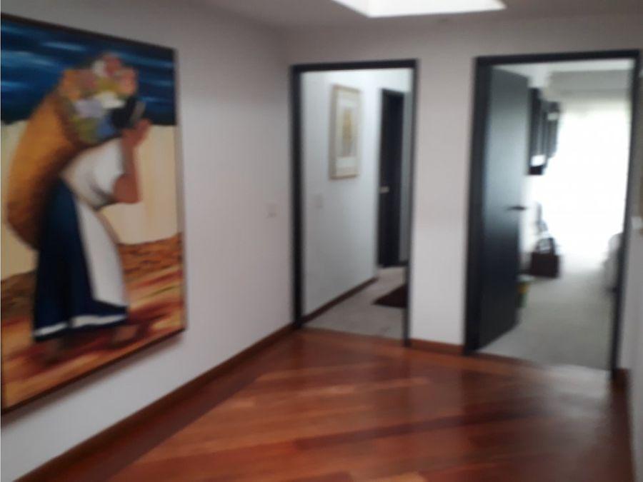 vendo magnifica casa santa barbara alta