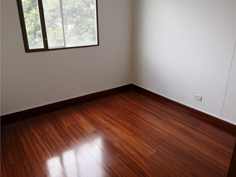 la alhambra arriendo 98 m2