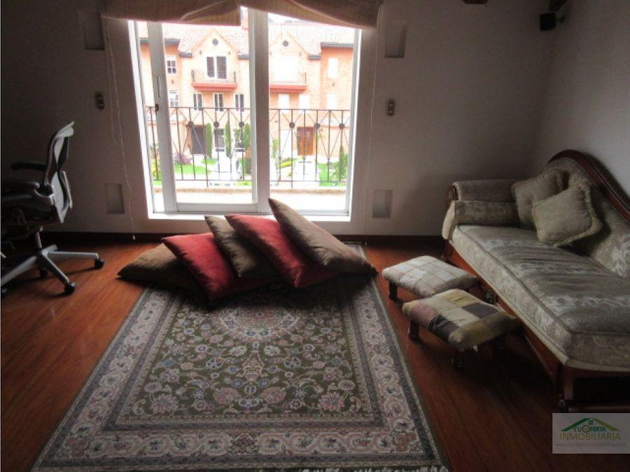 venta casa con piscina climatizada y 4 habitaciones en chia