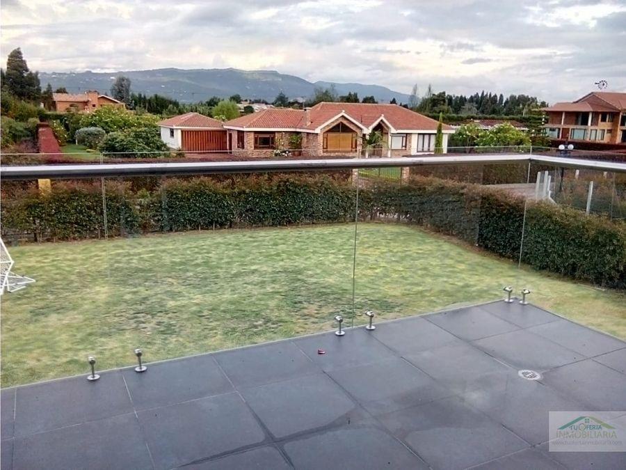 se vende casa en conjunto con piscina propia en chia