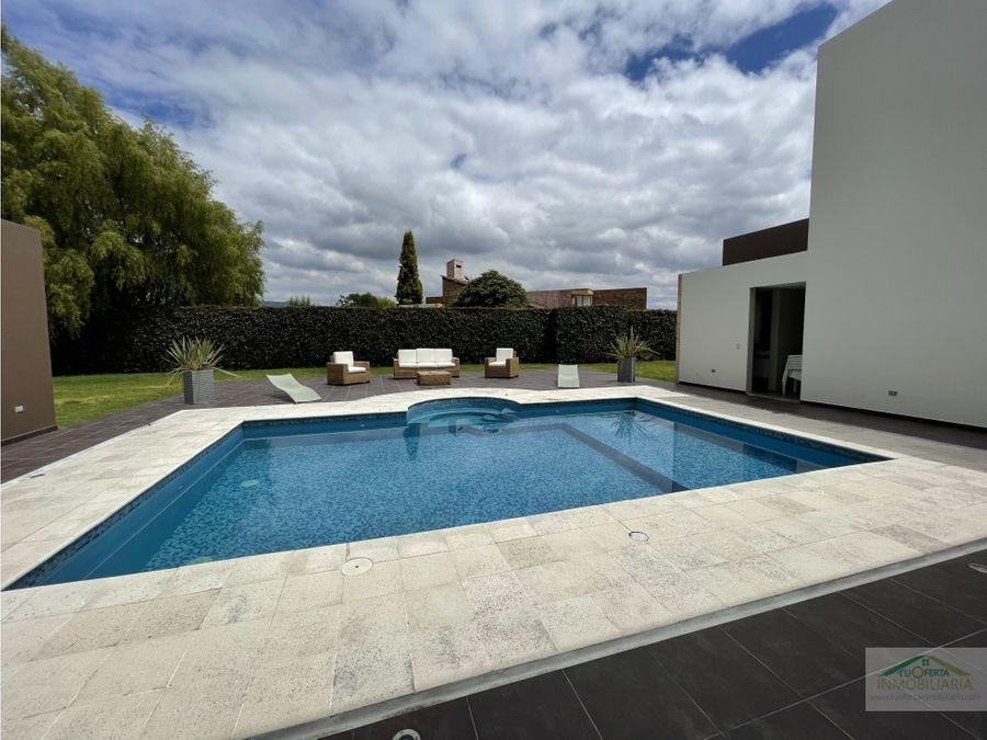 chia se vende casa en conjunto con piscina climatizada